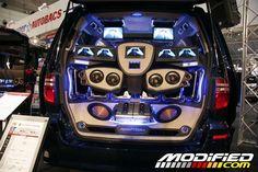 modp_0701_21+2007_tokyo_auto_salon+car_audio_system.jpg (750×500)