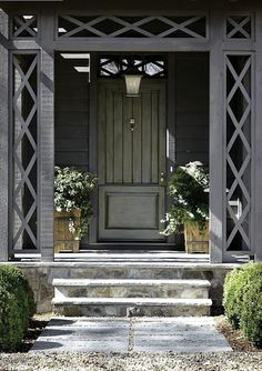 Porte grise | Grey door