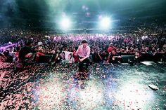 Lee Min Ho Gets Lots of Love in the Philippines. ~     Lee Min Ho, star of the smash hits Faith, Boys Over Flowers, City Hunter and more, visited the Philippines (Nov. 2012) to promote his endorsement of lifestyle brand Bench. Look at the crowds that turned out! This looks like a truly amazing appearance.