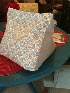 Ipad / tablet beanbag stand grey & yellow