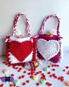 Free Pattern. Blackstone Designs: Valentine's Day Mini Treat Bags #CrochetValentines