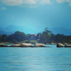 Casa do Governador do Estado do Rio de Janeiro na Ilha de Brocoió. Essa ilha fica ao lado da ilha de Paquetá. #baiadeguanabara #labhidroufrj #ufrj #riodejaneiro #errejota #agua #analisedeagua #eusoubg #ilha #ilhadebrocoio #paqueta #ilhadepaqueta #brocoio #guanabarabay #governador #rio #rj