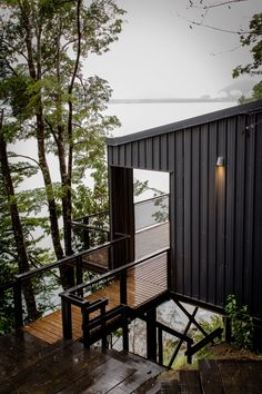 Rate this house on a scale of . Casa en el Lago Todos los Santos is designed by Apio Arquitectos, and is located in Puerto Montt, Chile. Contemporary Architecture, Architecture Design, Bungalow, Haus Am See, Barn Renovation, Cliff House, Lake Cabins, Black House, Modern House Design