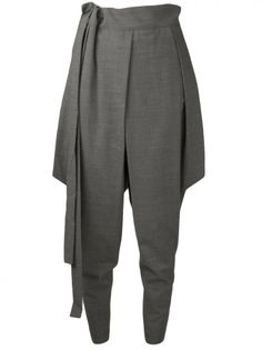 Trousers with an extended panel adds a flare of feminism and style Harem Trousers, Sewing Pants, Pantsuits For Women, Fashion Details, Fashion Design, Inspiration Mode, Mode Style, Fashion Pants, Pants For Women