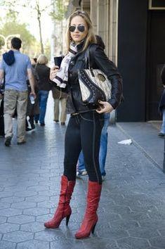 Spanish Fashion: Ladies' Edition - Young Adventuress