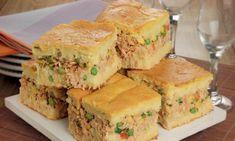 Torta caipira de frango com massa de milho incrível - Receitas de Pesos Strudel, Keto Egg Salad, Spanakopita, Drinking Tea, Cornbread, Sandwiches, Bakery, Food And Drink, Appetizers