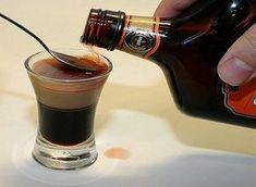 ЛИКЕР «ЧЕРНЫЙ КАПИТАН» — БУДЬ В ТЕМЕ Cocktail Shots, Fun Cocktails, Cold Drinks, Beverages, Shot Recipes, Dessert Recipes, Coffee Tasting, Liquid Gold, Alcohol Recipes