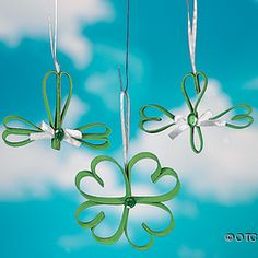 Four Leaf Clover Kids Craft - Pinned by Visit for all our pediatric therapy pins St Patrick's Day Crafts, Preschool Crafts, Holiday Crafts, Holiday Fun, Kid Crafts, Preschool Ideas, Holiday Decorations, Holiday Ideas, Spring Crafts For Kids