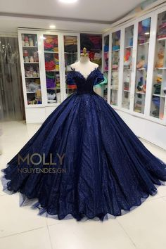 Black Quinceanera Dresses, Cute Prom Dresses, Sweet 16 Dresses, Pretty Dresses, Beautiful Dresses, Formal Dresses, Blue Sparkly Dress, Black And Blue Dress, Dark Blue Gown