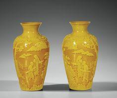 Paire de vases en verre de Pékin jaune, Dynastie Qing, XVIIIe-XIXe siècle. Photo Sotheby's http://www.alaintruong.com/albums/verres_de_pekin/index.html