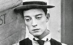 Come Chaplin, aveva inventato la grammatica essenziale del cinema comico, quella grammatica che ancora oggi chiunque cerca di imitare.  Come Chaplin, era stato la più grande maschera comica (e quindi tragica) della storia del cinema. Un genio senza altro da aggiungere.  Morì solo, dimenticato e abbandonato da tutti. Si chiamava Buster Keaton...