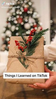 Christmas Gift Decorations, Christmas Gift Wrapping, Diy Christmas Gifts, Christmas Present Wrap, Christmas Christmas, Holiday Gifts, Xmas, Creative Gift Wrapping, Present Wrapping
