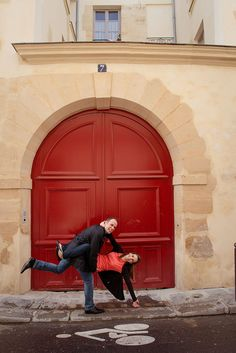 Cute couple portrait in doorway of Le Marais by TripShooter Paris photographer Jade Maitre.