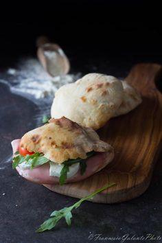 Panini Sandwiches, Sandwiches For Lunch, Bagels, Italian Dishes, Italian Recipes, Quick Dinner Recipes, Snack Recipes, Baguette Sandwich, Mozzarella