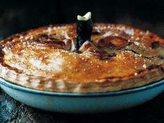 This Deep-Dish Chicken Pie recipe is very similar to what most Americans know as a chicken pot pie. A savory dish of chicken, vegetables, and gravy surrounded by a crispy crust, this chicken pie recipe perfect after a long day. Homemade Chicken Pie, Great Chicken Recipes, Recipe Chicken, Quiches, Pie Bird, Poached Chicken, Grilled Chicken, Le Chef, Deep Dish