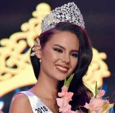 Miss Philippines Catriona Gray Crowned Miss Universe 2018 Miss Universe Philippines, Miss Philippines, Miss Vietnam, Grey Makeup, Pageant Crowns, Filipina Beauty, Beauty Pageant, Grey Fashion, Beauty Queens