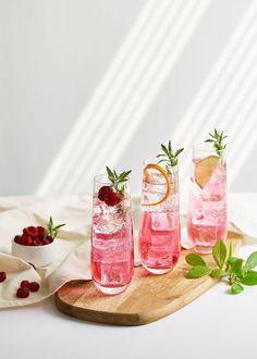 Pink Drinks, Summer Drinks, Food Photography Styling, Food Styling, Beste Cocktails, Cocktail Photography, Food Menu Design, Cafe Food, Aesthetic Food