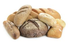 Weiche Brotsreifen und Brötchen lassen sich von Babys gut festhalten und kauen. Noch mehr Fingerfood-Ideenfür Ihr Baby gibt's hier.