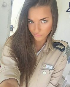 Women in Uniform : Hot Girls of Israel Army Idf Women, Military Women, Beautiful Eyes, Gorgeous Women, Simply Beautiful, Mädchen In Uniform, Israeli Female Soldiers, Israeli Girls, Military Girl