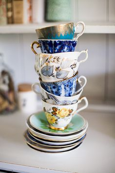 Collecting old teacups ~ I love this for making up your own dish collection and I'm trying it out myself!
