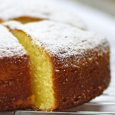 Ponqué o bizcocho de vainilla esponjoso. http://amantesdelacocina.com/cocina/2011/10/ponque-o-bizcocho-de-vainilla-esponjoso/
