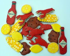 Crawfish Boil Cookies {Guest Post} by Sugarbelle. My amazingly talented friend Vicki demonstrates how to to make the signature potato and corn cookies from her crawfish boil collection. Crawfish Party, Seafood Party, Seafood Boil, Lobster Boil, Crab Boil, Shrimp Boil Party, Fish Boil, Lobster Cake, Cajun Crawfish