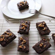 Black Bean Brownies Blondie Brownies, Brownie Cookies, Cookie Bars, Hemsley And Hemsley, Raw Food Recipes, Healthy Recipes, Healthy Habbits, Bean Brownies, Foods With Gluten