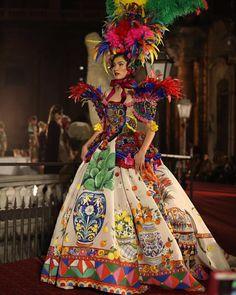 20 k mentions J'aime, 299 commentaires - @stefanogabbana sur Instagram: «Dolce Gabbana Alta Moda in Palermo 👑💖✨ #sicilyismylove #artigianalitaitaliana #DGLovesPalermo»