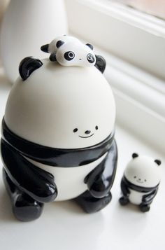 awe i want that,i could put cookies in that jar i mean panda jar