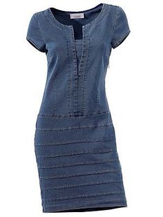 Refashion one of those denim dresses I have with horizontal stripes in various washes using old jeans. Sewing Clothes, Diy Clothes, Diy Vetement, Mode Jeans, Denim Ideas, Recycled Denim, Jeans Dress, Denim Dresses, Denim Fashion
