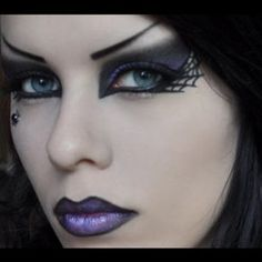 Looking for for inspiration for your Halloween make-up? Browse around this site for unique Halloween makeup looks. Visage Halloween, Halloween Makeup Witch, Looks Halloween, Halloween Costumes, Halloween Witches, Halloween Ideas, Scarecrow Makeup, Zombie Costumes, Purple Halloween