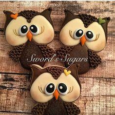 So adorable!! Cookies by @swordssugars #decoratedcookies #owls #edibleart…
