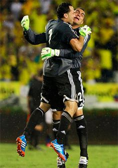 Faryd Mondragon and David Ospina --missing the cup Lionel Messi, Football Soccer, Football Players, Famous Colombians, World Cup 2014, Goalkeeper, Fifa, Graffiti, Game