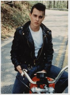 Johnny Depp in the movie Cry Baby. Just pinning on my Benedict board to point out that this is the original of the one of Ben on the bike. It's actually Johnny Depp! That photo of Ben is photoshopped! Johnny Depp Cry Baby, Young Johnny Depp, Cry Baby Movie, Cry Baby 1990, I Movie, Disney Channel, Jonh Deep, Johnny Depp Joven, Junger Johnny Depp