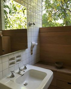 leslie williamson sur Instagram: Barragán's bathroom. Good. Wood Bathroom, Bathroom Ideas, Art Deco Design, Beautiful Bathrooms, Interior And Exterior, Sink, Bathtub, Architecture, House