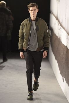 Preciso #jaqueta #mitary Green Jacket Outfit, Bomber Jacket Outfit, Green Bomber Jacket, Ma 1 Jacket, Denim Jacket Men, Urban Fashion, Mens Fashion, Look 2015, Coach Men