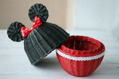 ПЛЕТЕНИЕ ИЗ ГАЗЕТ — Paper Wicker by Ekaterina Naukovich Newspaper Basket, Newspaper Crafts, Rope Crafts, Recycled Crafts, Diy Crafts For Adults, Paper Weaving, Paper Flowers Diy, Basket Decoration, Baskets On Wall