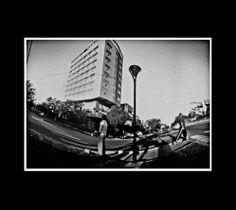 Avenida Irigoyen, fotografía estenopeica analógica de 15 cm x 21 cm montada sobre MDF negro de 24 cm x 28 cm - Valor:150=Click