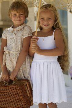 burda style, Schnittmuster für Kinder - Weißes Trägerkleid aus Stickereibatist. So süß - das verwandelt sogar wilde Mädchen in Engel
