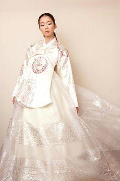 "mycolorfulseoul: ""(via White Hanbok Korean Traditional Dress, Traditional Fashion, Traditional Dresses, Korea Fashion, Ethnic Fashion, Asian Fashion, Korea Dress, Modern Hanbok, Oriental Dress"