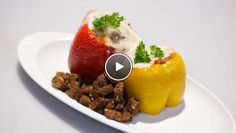 Peperoni ripieni di carne con formaggio (Gevulde paprika met gehaktsaus) - recept   24Kitchen Italian Recipes, Mashed Potatoes, Oven, Carne, Ethnic Recipes, Food, Whipped Potatoes, Kitchen Stove, Essen