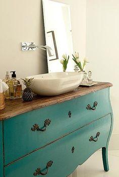 Cômoda com cuba de apoio. Bahtroom + turquoise.