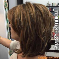 Modern Haircuts 20291 33 Really Popular Medium Hairstyles Inspiration 2019 Layered Haircuts For Medium Hair, Short Hair With Layers, Medium Hair Cuts, Short Hair Cuts, Medium Hair Styles For Women With Layers, Medium Haircuts For Women, Over 60 Hairstyles, Medium Bob Hairstyles, Prom Hairstyles