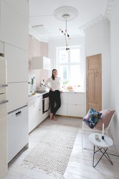 A feminine floor with pink touches in Oslo · A feminine apartment with pops of pink Gravity Home, Interior, Home, Home Remodeling, Interior Design Kitchen, House Interior, Feminine Apartment, Home Kitchens, Home Interior Design