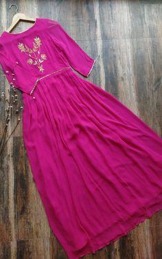 Peach Gota Patti V-neck Kurta Simple Kurta Designs, Kurti Neck Designs, Kurti Designs Party Wear, Stylish Dress Designs, Pakistani Dress Design, Pakistani Dresses, Indian Dresses, Indian Outfits, Ethnic Outfits