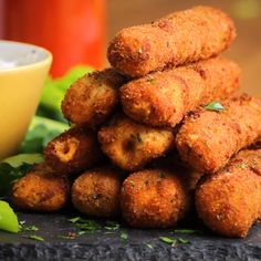 Buffalo Chicken Mozzarella Sticks Recipe by Tasty - Appetizer Recipes Tasty Videos, Food Videos, Cooking Videos, Mozzarella Sticks Recipe, Cheese Sticks Recipe, Comida Diy, Mozzarella Chicken, Buffalo Mozzarella, Appetizer Recipes