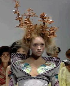 Gemma Ward at Alexander McQueen S/S 2005, It's Only a Game.