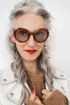 nice High Five! Linda Rodin (Elin Kling - The Wall) Elin Kling, Rodin, Advanced Style, Ageless Beauty, Aging Gracefully, Beauty Industry, Grey Hair, Looks Style, Silver Hair