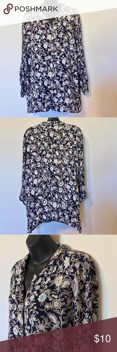 "JACLYN SMITH PLUS Sz BUTTON DOWN SHIRT BLUE FLORAL JACLYN SMITH PLUS SIZE 2X WOMEN'S TOP BUTTON DOWN SHIRT BLUE FLORAL LONG SLEEVE SOFT STRETCHY RAYON MEASUREMENTS LYING FLAT ARMPIT TO ARMPIT 28"" LENGTH 29"" Jaclyn Smith Tops Button Down Shirts"