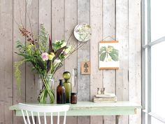 Bouquet of flowers on a green table with a white chair Interior Design Living Room, Living Room Decor, Flowers Last Longer, Shabby Chic, Green Table, Cut Flowers, Fresh Flowers, Decoration, Home And Living